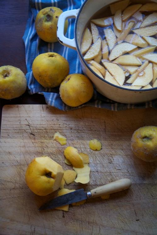 peeling quince